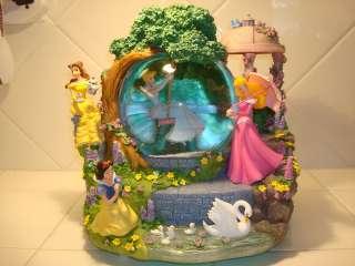Disney ~ Princesses ~ Large, Animated, Musical Snow Globe ~ w/ Box
