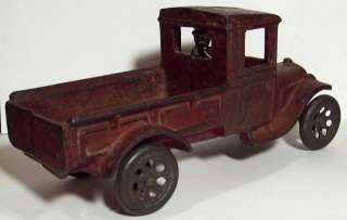ANTIQUE 1920s ARCADE MFG. CAST IRON FORD MODEL A TRUCK