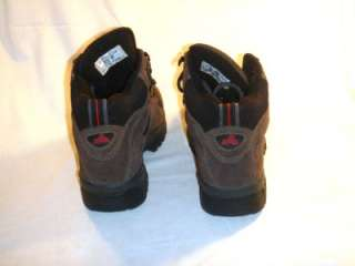 MENS WATERPROOF EMS BROWN & BLACK HIKING/ TRAIL BOOTS (SIZE 7.5 M