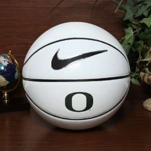 Nike Oregon Ducks Autograph Basketball: Sports & Outdoors